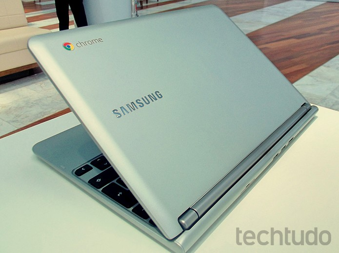Com acabamento premium, Chromebook da Samsung só se diferencia pelo símbolo na tampa  (Foto: Paulo Alves/TechTudo)
