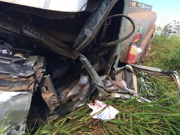 Motorista de caminhão tanque sofreu um ferimento no braço (Foto: G1 RO)