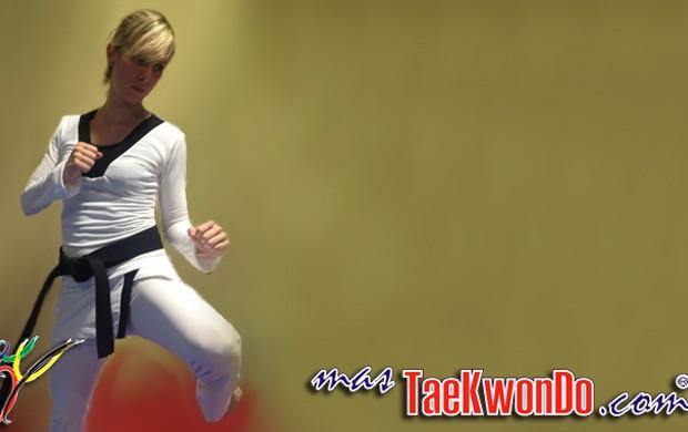 Uniforme feminino Taekwondo  (Foto: Reprodução / Site www.mastaekwondo.com)