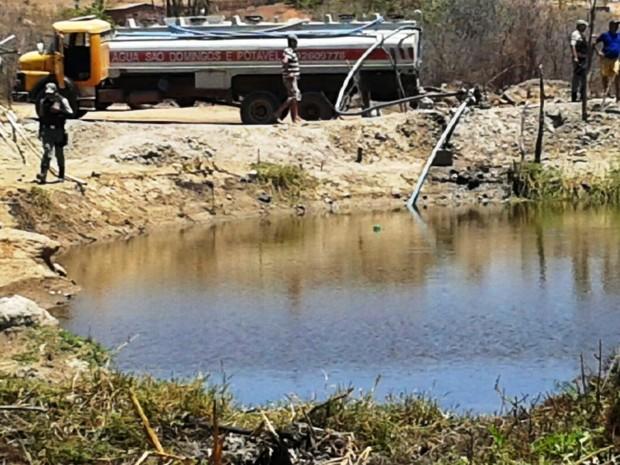 Açude clandestino estava prejudicando o abastecimento de Santa Cruz do Capibaribe (Foto: Divulgação/Compesa)