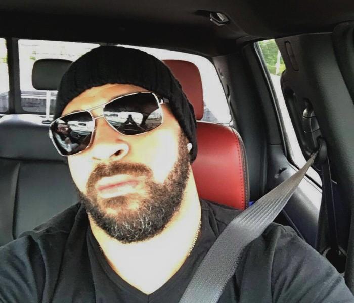 BLOG: Adriano muda visual, posta foto barbudo, e fios brancos chamam atenção