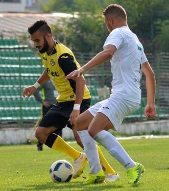 Felipe Brisola marca duas vezes e atua durante os 90 minutos (Foto: Divulgação/Botev Plovdiv)