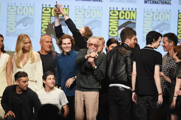 Stan Lee reúne heróis na Comic Con (Foto: KEVIN WINTER / GETTY IMAGES NORTH AMERICA / AFP)