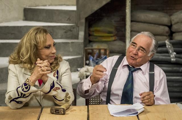 """Arlete Salles e Luís Gustavo nos bastidores de """"Brasil a bordo"""", série de Miguel Falabella  (Foto: Globo/Estevam Avellar)"""