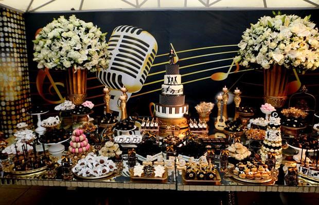 Perlla comemora 29 anos com festão (Foto: Dilson Silva/AgNews)