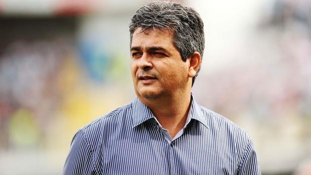 Ney Franco jogo Santos x São Paulo (Foto: Marcos Ribolli / Globoesporte.com)