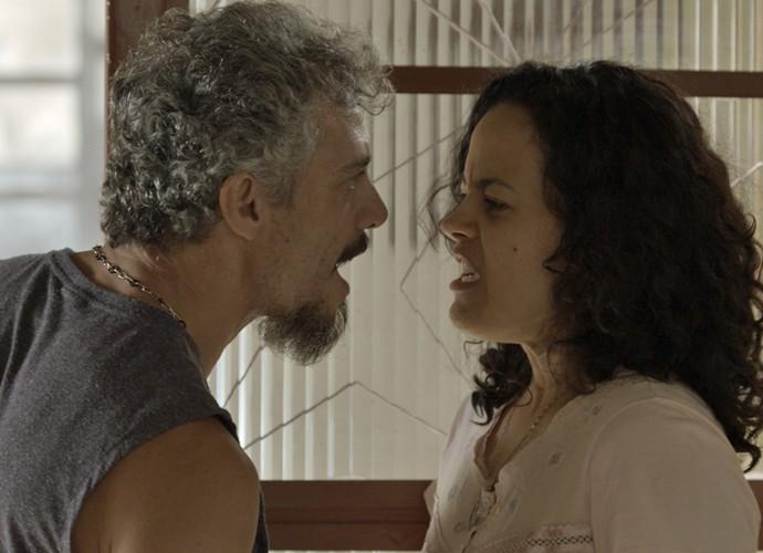 Domingas manda Juca sair de casa (Foto: TV Globo)