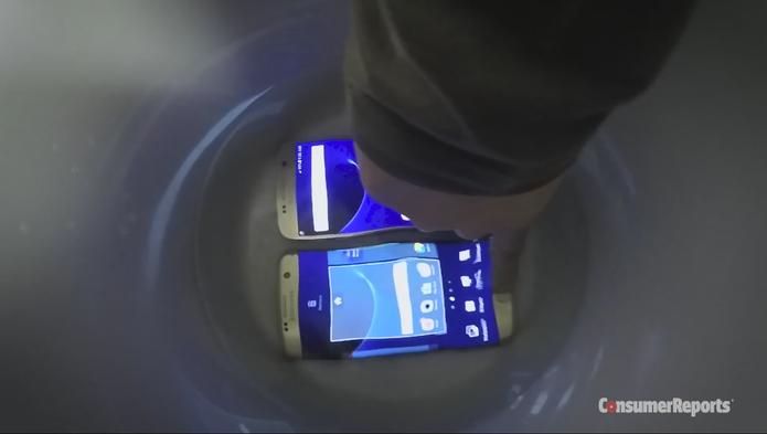 Galaxy S7 passa por testes de resistência à água (Foto: Reprodução/Consumer Reports)