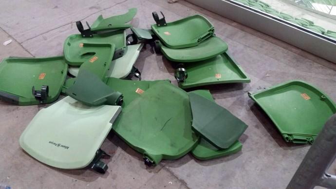 cadeiras quebradas, palmeiras x corinthians (Foto: Reprodução)