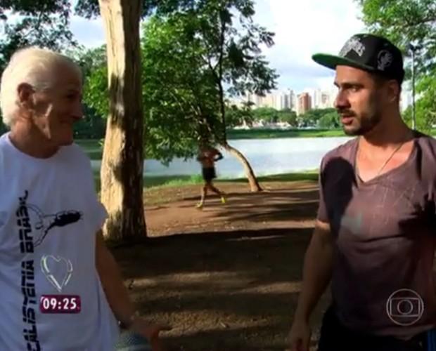 Julio Rocha se surpreende com disposição de atleta de 77 anos! (Foto: TV Globo)