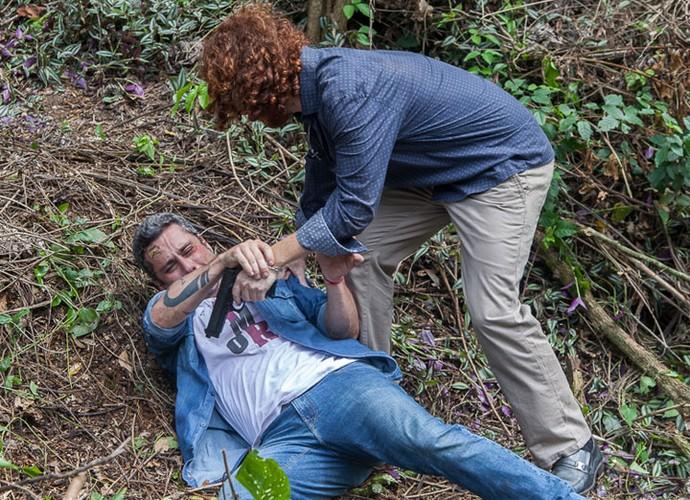 Romero surpreende capanga (Foto: Artur Meninea/ Gshow)