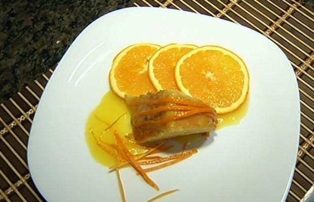 Gstrônoma ensina como fazer bolo de laranja, em Goiás (Foto: Reprodução/TV Anhanguera)