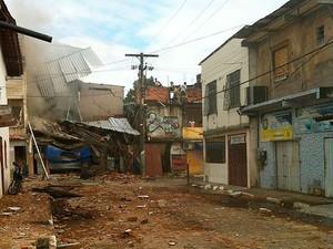 Explosão provoca desabamento de imóvel em Periperi, Salvador, Bahia (Foto: Polícia Militar/ Divulgação)