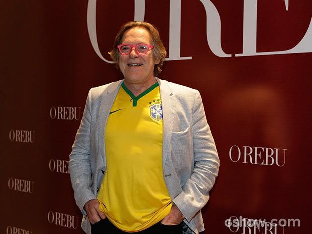 José de Abreu usa a camiseta da Seleção e blazer  (Foto: Fábio Rocha / TV Globo)