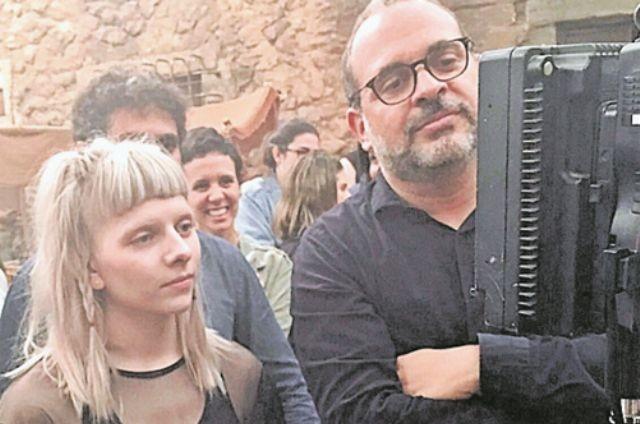 A cantora norueguesa Aurora e o diretor Fabrício Mamberti (Foto: TV Globo)