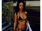 Rihanna posa de biquíni e exibe suas várias tatuagens