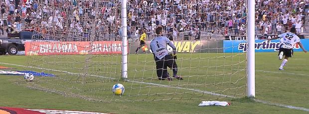Gol de Pio contra o Guarany de Sobral. Goleiro André Zuba nada pode fazer (Foto: Tv Cabo Branco)