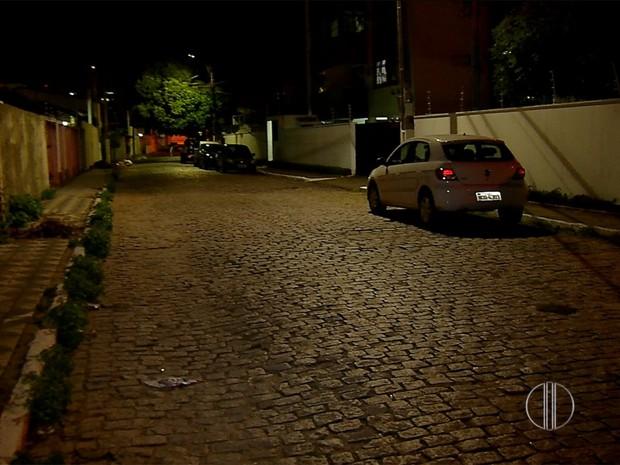 Carro foi roubado na rua Joaquim das Virgens, no Barro Vermelho, em Natal, RN (Foto: Reprodução/Inter TV Cabugi)