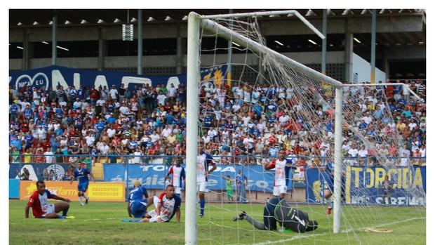 Gol do de Edvan (Foto: Adeilson Albuquerque/GLOBOESPORTE.COM)