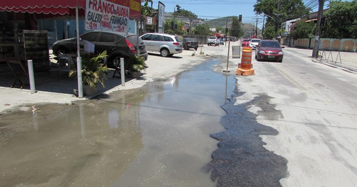 Imagens mostram grande vazamento de água na Zona Oeste do Rio - Globo.com
