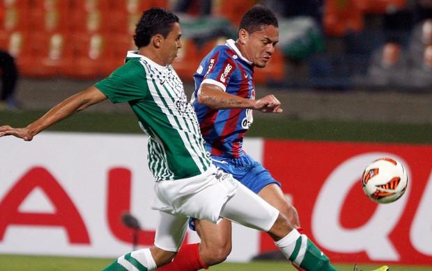 Daniel Boca Negra e Helder de Paula Nacional de Medellin x Bahia (Foto: Reuters)