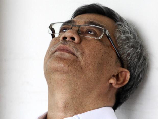Ex-juiz Akil Mochtar espera em uma sala de detenção antes de seu julgamento por corrupção em Jacarta, na Indonésia (Foto: Robert/AFP Photo)