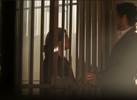 Inácio visita Lucerne e toca bandolim para ela na cela