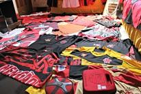 """Torcedor """"louco"""" pelo Flamengo usa uniforme até na igreja (Júnior Freitas)"""