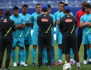 Mano Menezes comanda treino da Seleção em Hamburgo (Foto: Mowa Press)