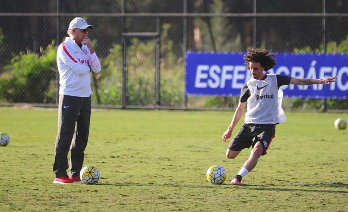 Valdívia treino do Inter (Foto: Ricardo Duarte/Divulgação Inter)