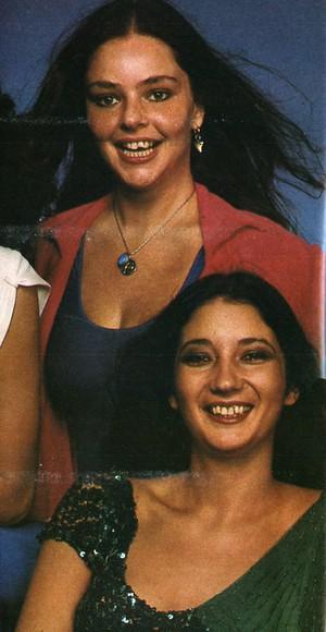 Angela Ro Ro e Zizi Possi em foto de arquivo: cantoras tiveram relação amorosa turbulenta no início dos anos 80 (Foto: Reprodução)