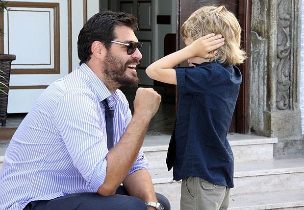 Thiago Lacerda e o filho, Gael (Foto: Alex Palarea/AgNews)
