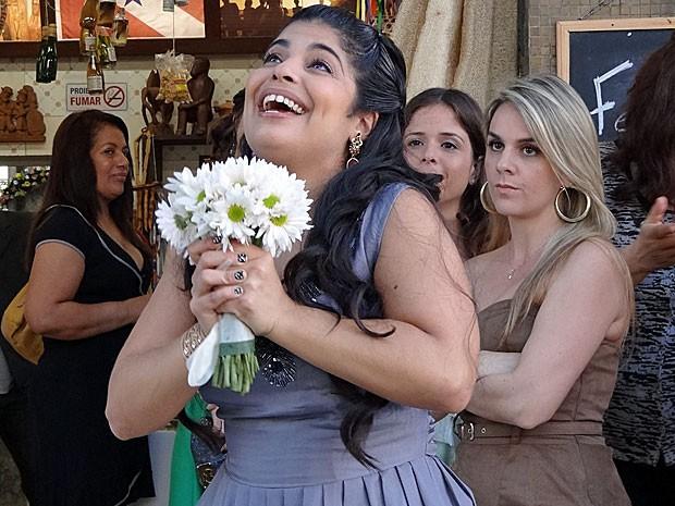 Gracinha agradece ao céu pelas preces atendidas (Foto: Amor Eterno Amor/TV Globo)