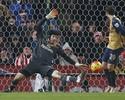 Goleiros se destacam, Arsenal fica no 0 a 0, mas segue na ponta do Inglês