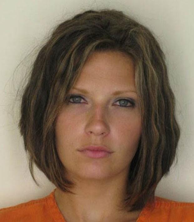 Meagan Simmons alega que empresa usou sua foto em que ela aparece atraente ao ser presa para fins comerciais (Foto: Hillsborough County Sheriff's Office/Divulgação)
