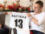 """Rafinha planeja seguir na Europa e elogia Guardiola: """"Nos ajudou muito"""""""