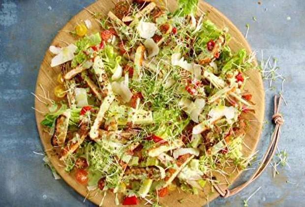 Salada caeser com frango crocante (Foto: GNT)