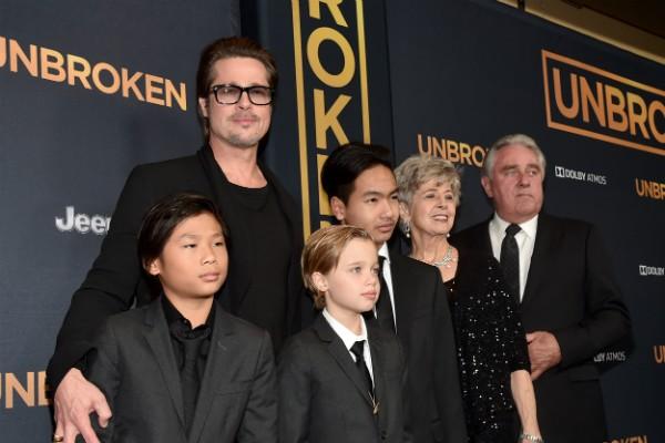 O ator Brad Pitt com seus pais e três de seus filhos (Foto: Getty Images)