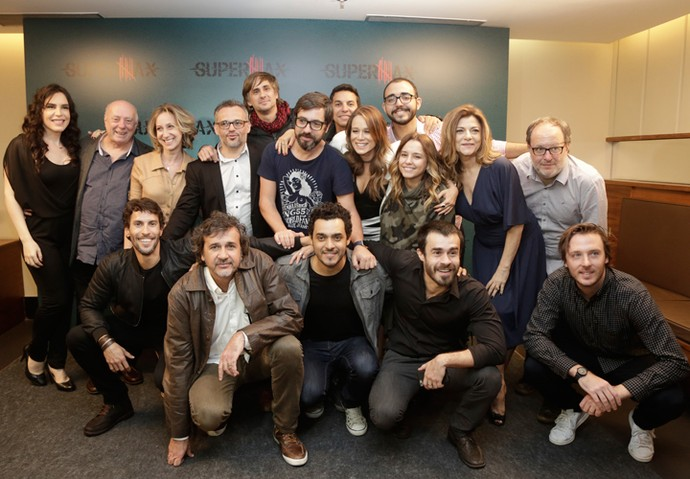 Elenco, direção e equipe se reuniu para apresentar 'Supermax' (Foto: Artur Meninea/Gshow)