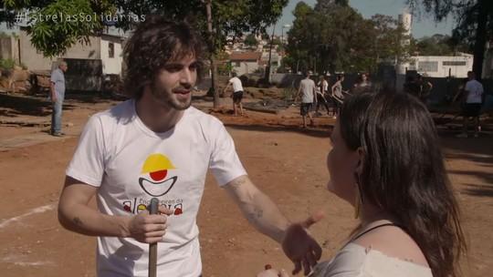 Fiuk coloca a mão na massa e ajuda a reformar creche no 'Estrelas Solidárias'