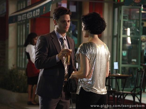 Depois de muito tempo, Érico e Verônica ficam cara a cara (Foto: Ellen Soares / TV Globo)