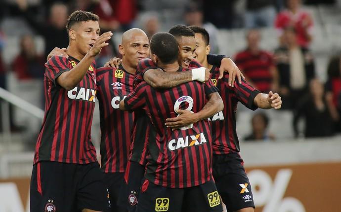 Sidcley gol atlético-pr x avaí (Foto: Giuliano Gomes/PR Press)