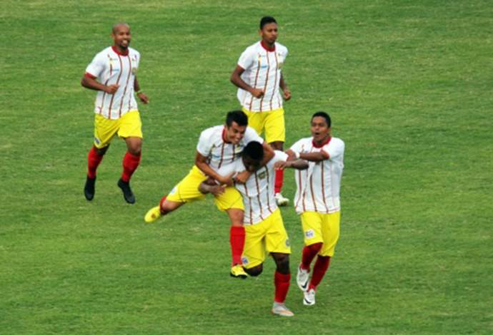 Em casa, Juazeirense venceu o Maranhão com tranquilidade na tarde deste domingo (Foto: Juazeirense / Dilvugação)