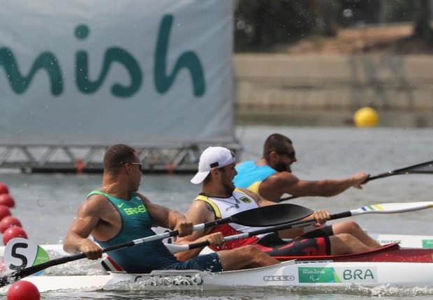 Caio Ribeiro foi o terceiro colocado na apertada chegada da categoria KL3 no Estádio da Lagoa (Foto: Rio 2016/Brandão)