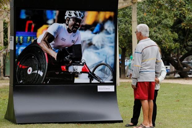 Painéis espalhados pela Lagoa exibem fotos de Jogos Paralímpicos (Foto: Marcelo Régua / Rio 2016 / Divulgação)