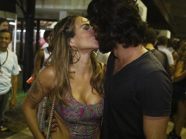 Alinne Rosa com o namorado, Rodrigo Fróes, em show em Salvador, na Bahia (Foto: Fred Pontes/ Divulgação)