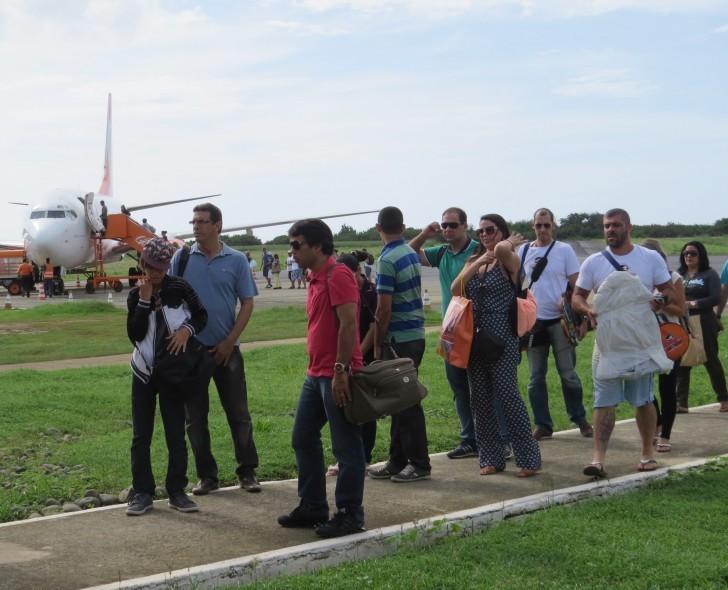 Chegada de turistas em Noronha