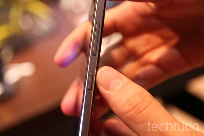 Lumia 650 tem design elegante e apenas 6,9 mm de espessura. (Foto: Fabrício Vitorino/TechTudo)