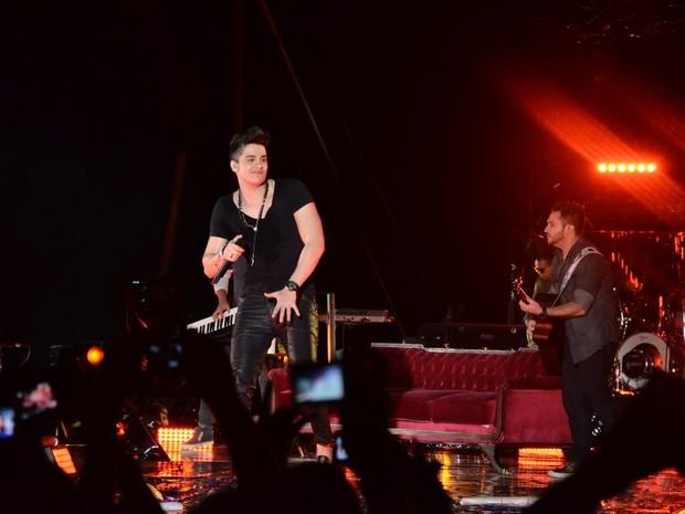 Luan Santana com outro look (Foto: Caio Duran/Ag.News)