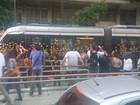 Manifestação interrompe circulação do VLT na Candelária, no Rio